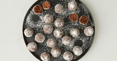 Low in carbs, these easy keto energy balls make a perfect better-for-you snack or sweet treat. Almond Recipes, Keto Recipes, Dessert Recipes, Keto Desserts, Keto Snacks, Healthy Snacks, Food Meaning, Microwave Cake, Energy Balls