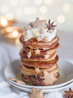 Siirappisen Ihanat Piparkakkupannukakut (Ve) Sweet Pastries, Slow Food, Christmas Time, Holiday, Xmas, Delicious Desserts, Gingerbread, Pancakes, Vegan Recipes