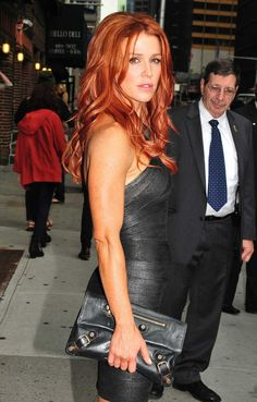 Poppy Montgomery ~ love the fiery hair color & wavy tousled hair Beautiful Red Hair, Gorgeous Redhead, Gorgeous Women, Poppy Montgomery, I Love Redheads, Hottest Redheads, Wells, Carrie, Magenta