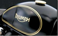 Ah ce logo. Triumph Bonneville Custom, Triumph Street Scrambler, Triumph Street Twin, Triumph Cafe Racer, Triumph Motorcycles, Thruxton Triumph, Custom Paint Motorcycle, Motorcycle Tank, Custom Bikes