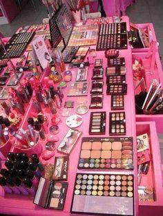 much makeup! but theres never to much makeup! Vanity Makeup Rooms, Makeup Room Decor, Pink Makeup, Cute Makeup, Makeup Storage, Makeup Organization, Bedroom Decor For Teen Girls, Unicorn Makeup, Cute Room Decor