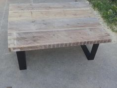 Pallet Coffee Table with Steel legs | Pallet Furniture DIY