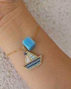 Diy Bracelets With Charms Simple Diy Jewelry Charms, Seed Bead Jewelry, Bead Jewellery, Jewelry Crafts, Beaded Jewelry, Beaded Bracelet Patterns, Jewelry Patterns, Beaded Earrings, Beaded Bracelets