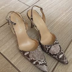 Colin Stuart heels Snake skin print leather upper... In excellent shape... Minimal wear in soles and heels ... Great for the office.... A steal !!! Colin Stuart Shoes Sandals