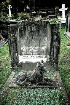 Highgate Cemetery by Rolf F. Cemetery Monuments, Cemetery Headstones, Old Cemeteries, Graveyards, Cemetery Angels, Pet Cemetery, Cemetery Statues, Recoleta Cemetery, Unusual Headstones