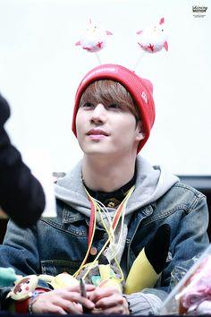He look so cute in red skullcaps. GOT7 Mark