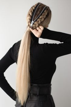 I'm so excited for today's Easy DIY Halloween Hairstyle, perfect for a last minute DIY Halloween costume. I was inspired for this zipper hairstyle by some pictures that I came across on… Diy Halloween Costumes For Women, Halloween Looks, Easy Halloween, Summer Hairstyles, Diy Hairstyles, Halloween Hairstyles, Sophisticated Hairstyles, Crazy Hair Days, Grunge Hair