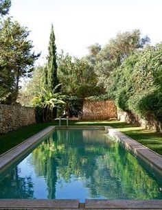 the chic french swimming pool - Sharon Santoni Country Pool, Ibiza, Simple Pool, Pool Water Features, My French Country Home, Rectangular Pool, Beautiful Pools, Dream Pools, Swimming Pool Designs