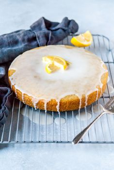 A perfectly sweet and tart vegan lemon olive oil cake! Frosted with a powdered sugar glaze, this cake is bound to be your new favorite lemon dessert. Healthy Vegan Dessert, Vegan Dessert Recipes, Vegan Treats, Vegan Food, Healthier Desserts, Vegan Snacks, Eating Healthy, Vegan Lemon Cake, Vegan Cake