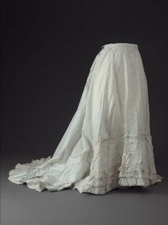 Petticoat from 1870. Boston Museum of the Fine Arts.