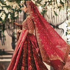 Queen Wedding Dress, Asian Wedding Dress, Red Wedding Dresses, Bridal Dresses, Pakistani Bridal Makeup Red, Pakistani Wedding Outfits, Indian Bridal Outfits, Bengali Wedding, Desi Wedding