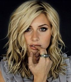 Curly and Medium Messy Hairstyles 2014 for Medium Hair with Blonde Color for the Young People
