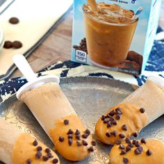 Caramel Mocha Pops made with iced coffee and greek yogurt! Love these for breakfast or dessert. So easy and yummy. Best adult pop ever! Frozen Desserts, Frozen Treats, Just Desserts, Dessert Recipes, Mug Recipes, Coffee Recipes, Cooking Recipes, International Delight Iced Coffee, Ice Cream Novelties