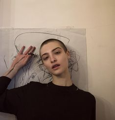 attractiveness // aesthetic // photography // art // people // androgynous // model // grunge <><> More info: Pretty People, Beautiful People, Skin Head, Shave My Head, Bald Girl, Haircut For Older Women, Bald Women, Shaved Hair, Aesthetic Girl