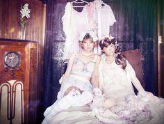 Julie Watai versammelt in ihrer Fotografie den ganzen Sex-Appeal von Japans Popkultur | The Creators Project