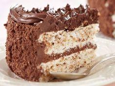 Tort de ciocolata cu blat alb - Femeia.