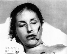 Tate LaBianca Crime scene photos by the Manson Family. Paranormal, Sharon Tate Crime Scene, Death Pics, Famous Murders, Post Mortem Photography, Religion, Celebrity Deaths, Charles Manson, Foto Real