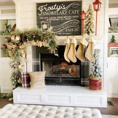 Decoration Christmas, Farmhouse Christmas Decor, Christmas Mantels, Modern Christmas, Country Christmas, Xmas Decorations, Christmas Home, Christmas Holidays, Holiday Decor