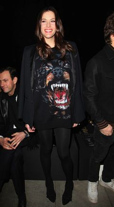 Liv Tyler et son pull/ robe rottweiller - Givenchy