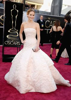 jennifer lawrence white dress | Jennifer Lawrence in in long white dress at Oscars 2013 -02