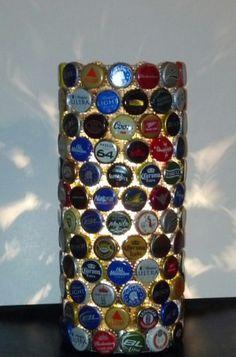 lampara con tapas de cerveza nice una idea buena para reciclar y poder hacer un diseño creativo para tu casa!