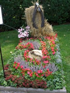 Grabgestaltungsideen Cemetery Decorations, Sympathy Flowers, Memento Mori, Grapevine Wreath, Grape Vines, Floral Wreath, Wreaths, Graf, Php