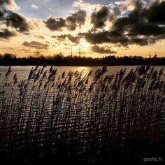 2016-03-27 #France #Creteil #AtelierSousReserve Another sunday at the office #yesterday #sunset #landscape #travel #SamePlace #DifferentTime #iPhone (à Atelier Sous Réserve)