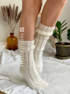 Easy Knitting, Knitting For Beginners, Knitting Socks, Knitting Patterns, Bed Socks, Cozy Socks, Fluffy Socks, Thick Socks, Dr Shoes
