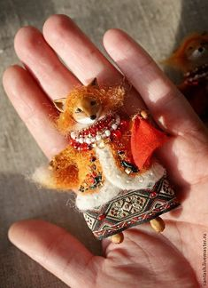 ETHNO Textile Sculpture, Soft Sculpture, Textile Art, Fox Crafts, Diy And Crafts, Arts And Crafts, Fabric Dolls, Fabric Art, Diy Y Manualidades