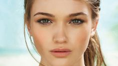 5. Neutral Eye Shadow    Don't overwhelm your otherwise picture-perfect makeup look with overpowering eye shadow. Use a cream or vanilla color on your eyelids so …