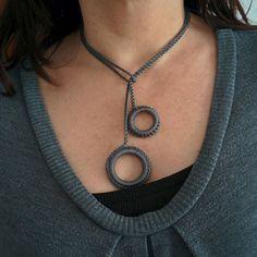 Collar de ganchillo gris  Grey Crochet Necklace por rocadisseny