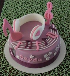Violetta Cake Torte Musik Mehr Music Birthday Cakes, Music Themed Cakes, Music Cakes, Birthday Cake Girls, Violetta Torte, Cupcakes, Bolo Musical, Baby Reveal Cakes, Ballerina Cakes