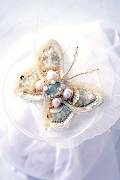 Romantic butterfly brooch Gabrielle in bead embroidery with beautiful aquamarine, freshwater pearls and prehnite. Also here the Czech