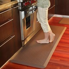 Make your chores more comfortable with the help of the Wellness Mats Motif Trellis Anti Fatigue Mat . Featuring an elegant geometric design,.