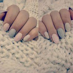 Sweterkowe 💜 #nails #nailstagram #instanail #manicure #gelnails #beautybym #white #pink #grey #hoarfrostnails #hoarfrost #knitted #knittednails #winternails #szron #i #sweterki #na #paznokciach 💅❄⛄❄