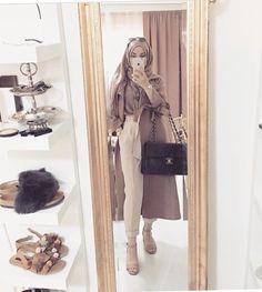 Classy hijab, hijab girl with handbag