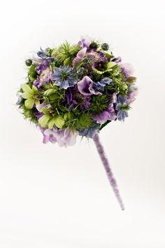 Bruidsboeket klassiek met veldbloemen, Bridal bouquet of field flowers