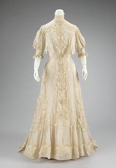 Dress Date: ca. 1905 Culture: American Medium: cotton Accession Number: 2009.300.2492