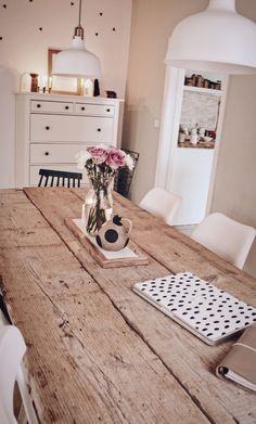 Build your own DIY dining table - table made from old planks-DIY Esstisch selber bauen – Tisch aus alten Baudielen Build your own DIY dining table – table made from old planks - Balcony Furniture, Metal Furniture, Upcycled Furniture, Diy Furniture, Furniture Online, Diy Esstisch, Diy Home Decor Rustic, Diy Dining Table, Wooden Diy
