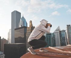 Wandering Chicago in #FlyRoam with @trashhand.