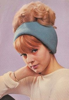 Hair up. Pop Singers, Female Singers, 60s And 70s Fashion, Vintage Fashion, Mode Vintage, Retro Vintage, Beatnik Style, French Pop, Retro Hairstyles