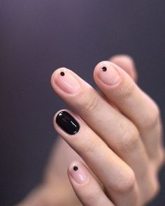 If you're not a fan of tacky fake nails or if you love unusual nail art design but you're somehow busy or lazy to do an hour manicure treatment, here's a solution! These stunning minimalist nails will assure you that less is more. Cute Nails, Pretty Nails, My Nails, Prom Nails, Nails 2018, Oval Nails, Gelish Nails, Uv Gel Nails, Gradient Nails