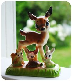 Vintage deer ornament. Extra good because of the glazed green, love that.