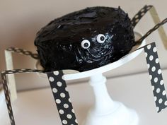 How to Make a Halloween Spider Cake >> http://www.diynetwork.com/decorating/how-to-make-a-halloween-spider-cake/pictures/index.html?soc=pinterest
