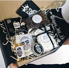 trendy gifts for mum diy Gift Box For Men, Diy Gift Box, Gifts For Mum, Birthday Gifts For Boyfriend Diy, Boyfriend Anniversary Gifts, Boyfriend Gifts, Christmas Mom, Diy Christmas Gifts, Diy For Men