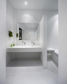 these ultra-minimalist bathrooms make me so happy :)