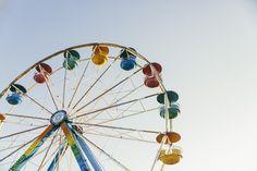 Dos imágenes gratis de una noria de colores > http://imagenesgratis.eu/dos-imagenes-gratis-de-una-noria-de-colores/