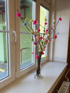Jarní výzdoba - bambulky vyrobené pomocí vidličky.