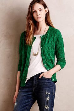 History Cardigan Art History Cardigan - Trying not to go to Anthropologie at all in 2015 but I LOVE this cardigan.Art History Cardigan - Trying not to go to Anthropologie at all in 2015 but I LOVE this cardigan. Green Cardigan Outfit, Cardigan Outfits, Casual Outfits, Women's Green Outfits, Outfit Jeans, Fall Outfits, Winter Typ, Winter Mode, Winter Looks
