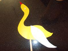 #stickpuppet #swan #papercraft https://www.facebook.com/DoodlersAndScribblers